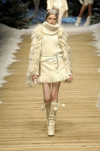 Clothing, Fashion show, Textile, Joint, Outerwear, Human leg, Winter, Style, Runway, Fashion model,