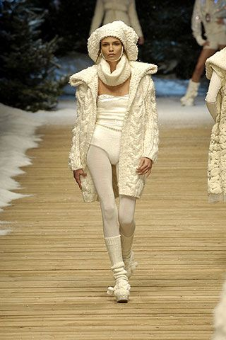 Beige, Costume design, Fur, Fashion show, Fashion model, Fashion design, Runway, Embellishment, Drama, Haute couture,