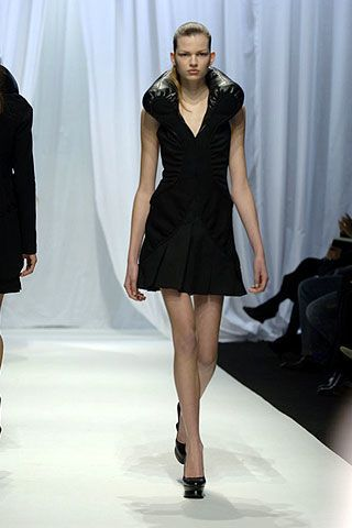 Hussein Chalayan Fall 2006 Ready-to-Wear Collections 0002