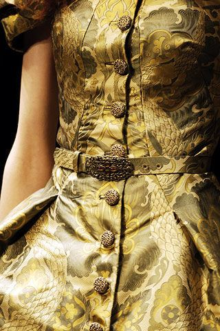 Alexander McQueen Fall 2006 Ready-to-Wear Detail 0002