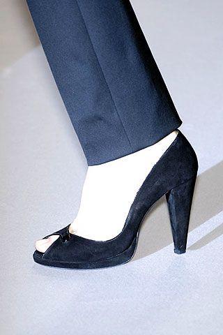Giambattista Valli Fall 2006 Ready-to-Wear Detail 0002