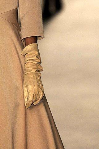 Giambattista Valli Fall 2006 Ready-to-Wear Detail 0003