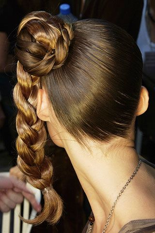 Hairstyle, Hair accessory, Style, Beauty, Long hair, Fashion, Temple, Neck, Brown hair, Back,