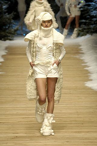 Human leg, Winter, Fashion, Street fashion, Fashion model, Beige, Thigh, Fur, Fashion show, Runway,