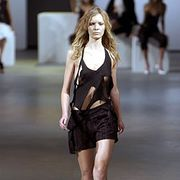 Roland Mouret Spring 2003 Ready-to-Wear Collection 0001