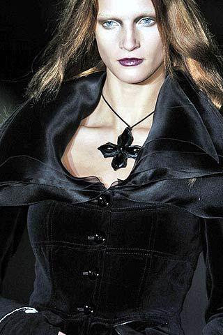 Mariella Burani Fall 2006 Ready-to-Wear Detail 0001