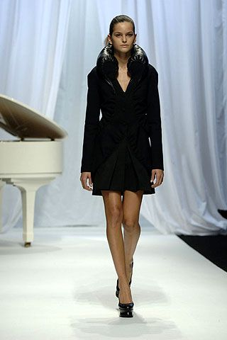 Hussein Chalayan Fall 2006 Ready-to-Wear Collections 0001
