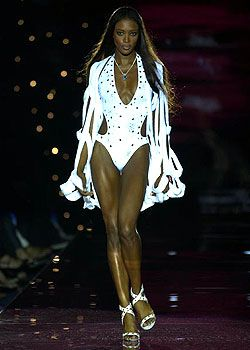 Julien Macdonald Spring 2003 Ready-to-Wear Collection 0001