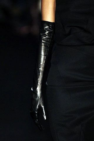 Givenchy Fall 2006 Ready-to-Wear Detail 0001