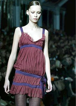 Alberta Ferretti Fall 2003 Ready-to-Wear Detail 0001