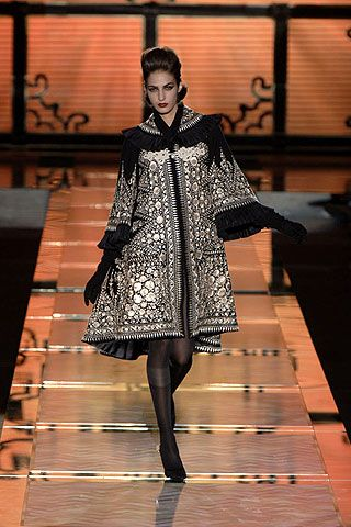 Valentino Fall 2006 Ready-to-Wear Collections 0001