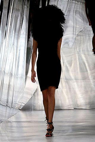 Giles Deacon Spring 2007 Ready-to-wear Collections 0001