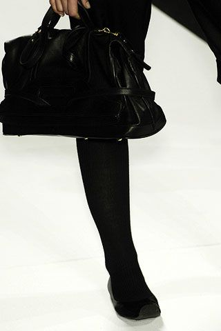 Max Azria Fall 2006 Ready-to-Wear Detail 0003