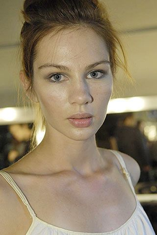 Bora Aksu Spring 2007 Ready-to-wear Backstage 0003