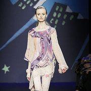 Human, Human body, Joint, Fashion model, Fashion, Fashion show, Thigh, Knee, Model, Runway,