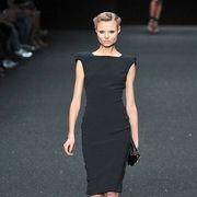 Shoulder, Dress, Fashion show, Human leg, Joint, Fashion model, Style, Runway, Waist, One-piece garment,