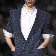 Sleeve, Fashion show, Collar, Outerwear, Style, Coat, Fashion model, Runway, Blazer, Fashion,