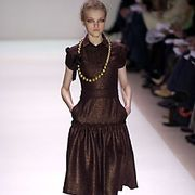 Monique Lhuillier Fall 2005 Ready-to-Wear Collections 0001