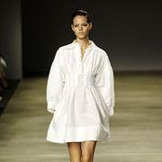 Fashion show, Shoulder, Human leg, Joint, Runway, Style, Dress, Fashion model, Formal wear, Fashion,