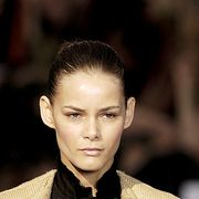 Ear, Lip, Hairstyle, Forehead, Eyebrow, Eyelash, Style, Collar, Fashion, Neck,