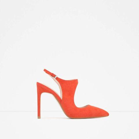 <p>Zapato de ante en color mandarina, de&nbsp;<strong>Zara&nbsp;</strong>(30 €).</p>