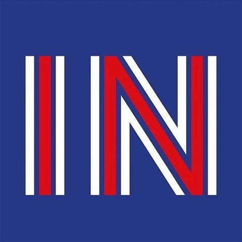 <p>La diseñadora se mostró a favor de permanecer en la zona euro con este 'IN' en los colores de su bandera.</p>
