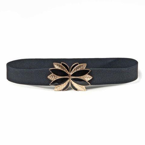 <p>Cinturón elástico con cierre metálico de&nbsp;<strong>Mademoiselle&nbsp;</strong>(7 €).</p>