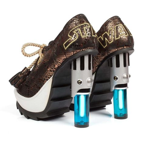 <p>Zapatos con tacón inspirados en la espada láser, de<strong>Irregular Choice</strong>(300 €).</p>