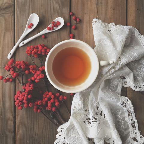 <p>Todos los tipos de té se extraen de la misma planta, la <i>Camellia sinensis.</i>Las diferencias entre unos y otros dependen de la oxidación (fermentación) de las hojas de té tras recolectarlas, lo que genera variedades más o menos intensas. Así es cada una:</p>