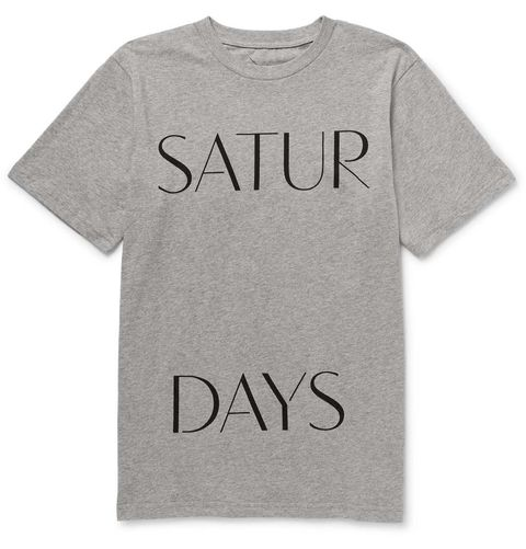 <p>Camiseta gris con mensaje, de&nbsp;<strong>Saturdays Surf NYC&nbsp;</strong>(40 €).</p>