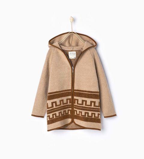 <p>Chaqueta con capucha de lana en tonos tierra de&nbsp&#x3B;<strong>Zara&nbsp&#x3B;</strong>(30 €).</p>