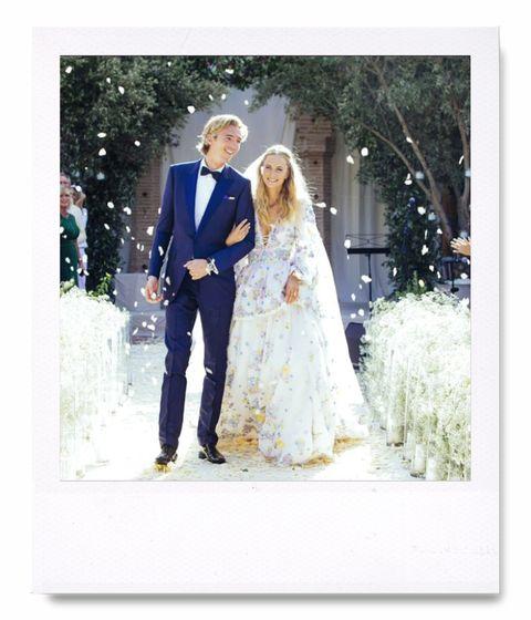<p>La primera boda de <strong>Poppy Delevingne</strong> fue de lo más tradicional, pero la it girl siguió la tendencia de celebrar su boda por partida doble y después la vimos en Marrakech con un vestido estampado de Emilio Pucci en una celebración que se extendió varios días.</p>