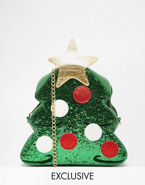 <p>Bolsito con forma de árbol navideño con bandolera de cadena, de&nbsp;<strong>Skinny Dip&nbsp;</strong>(45 €).</p>