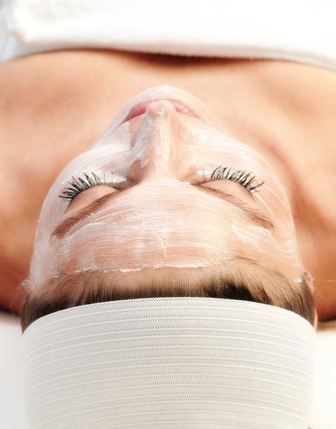 """<p>Estamos deseando que este producto llegue al mercado: se trata de una especie de licuadora capaz de crear mascarillas faciales de hidrogel a base de vegetales y un espesante como gelatinas o agar-agar. Como hacerte tu 'smoothie' diario, pero para el rostro. No te la pierdas en acción en <a href=""""https://www.instagram.com/p/84itRPJj4e/?taken-by=joyceikong"""" target=""""_blank"""">este vídeo</a>.</p>"""
