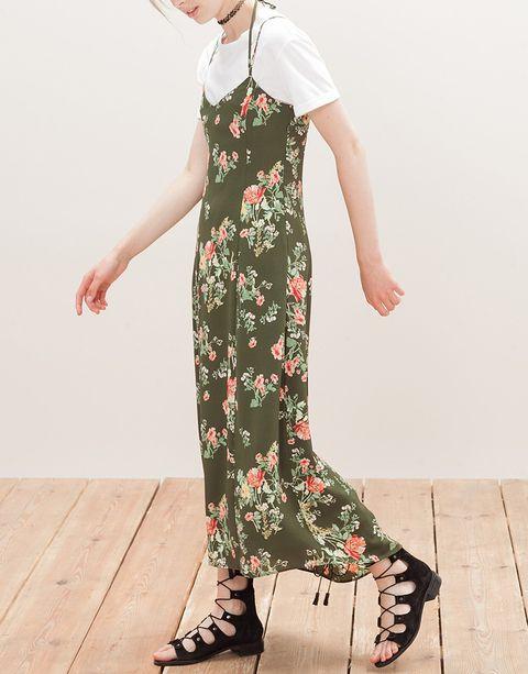 <p>Ponte todos los vestidos de tirantes sobre camiseta y estarás cómoda y de plena tendencia.</p>