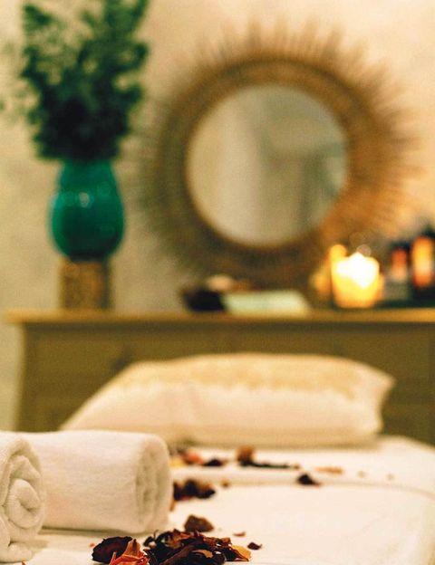 <p>Oler, comer y sentir es uno, así que las hermanas Arana ofertan métodos de belleza y masajes terapéuticos a través de la aromaterapia. La clave es estimular los cinco sentidos para encontrar el equilibrio (desde 40 euros).Tel.&nbsp;91 137 76 19.&nbsp;</p>