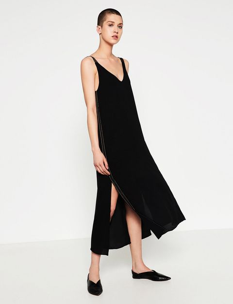 <p>Vestido negro midi de Zara (39,95 €).</p>