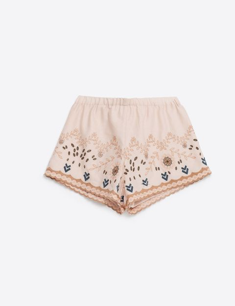 <p>Shorts bordados de Zara (22,95 €).</p>