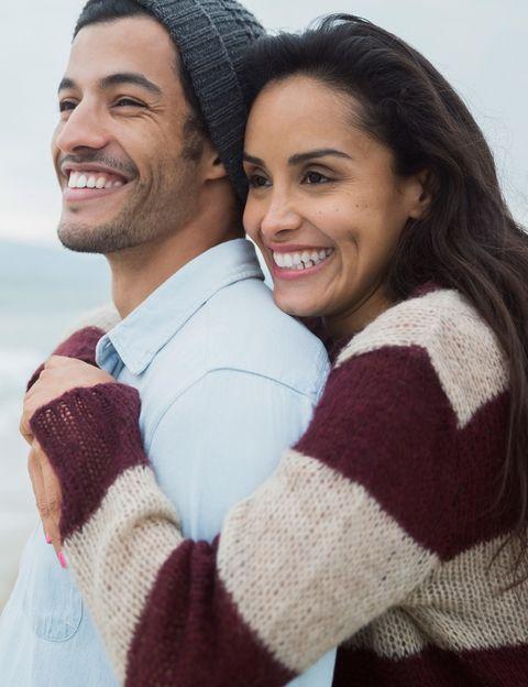 """<p>El estudio internacional de <a href=""""http://www.edarling.es/consejos/pareja-ideal"""" target=""""_blank"""">eDarling</a>, llevado a cabo entre 10.000 solteros miembros esta web, muestra las <strong>diferencias y similitudes entre sexos y países respecto a su pareja ideal</strong>. Los datos recabados en esta investigación muestran algunas diferencias importantes entre los hombres y mujeres españoles respecto a sus expectativas con el sexo contrario. A continuación te mostramos los datos.</p><p></p>"""