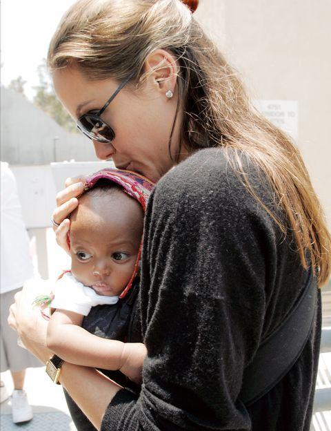 <p>De Etiopía llegó la segunda hija de la pareja y la primera niña de la familia. Zahara fue adoptada en 2005.</p>