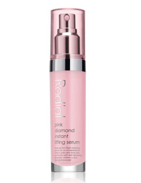 <p>Apostamos siempre por este producto cosmético en nuestras rutinas de belleza. <strong>Pink Diamond Instante Lifting Serum</strong> de <strong>Rodial</strong>, es un básico para resplandecer gracias a su efecto de luminosidad y tensor instantáneo. Ahora disponible en un packaging de cristales de <strong>Swarovski</strong> (188 €).</p>