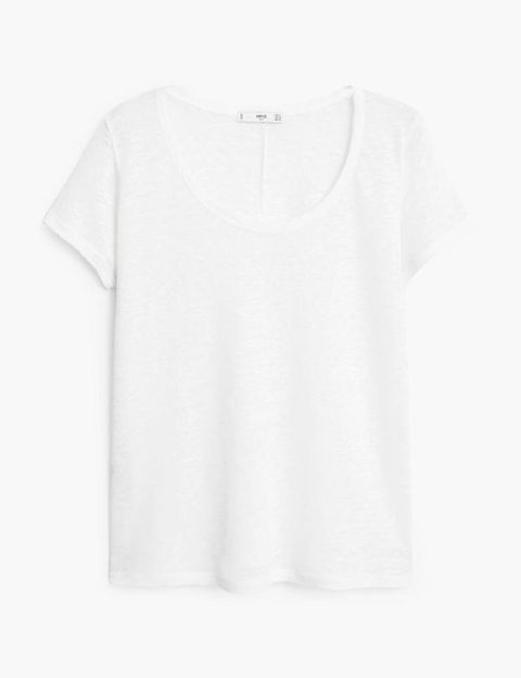 <p>Camiseta básica de manga corta, de <strong>Mango </strong>(7,99€).</p>