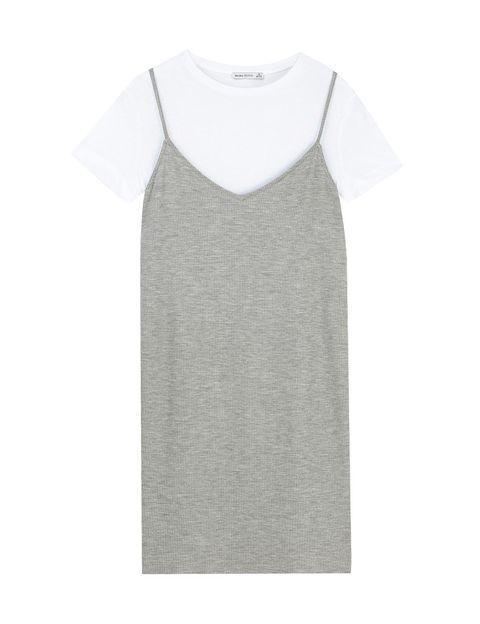 <p>Vestido con camiseta de Bershka (29,99 €).</p>