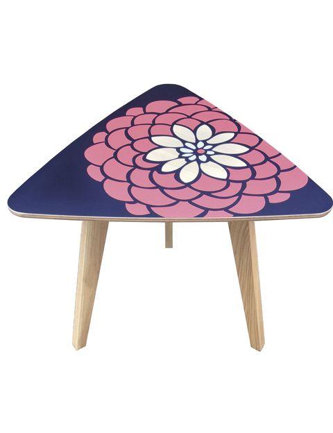 <p>Mesa <i>Dahlia</i>, diseño exclusivo de Lucy Turner para Formica, desde 340 €, hecha en el nuevo laminado <i>Formica Younique. </i>Se personaliza con imágenes.</p>
