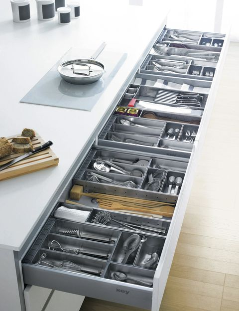 <p>Accesorios adaptables organizan el interior de los cajones de las cocinas Xey.&nbsp;</p>