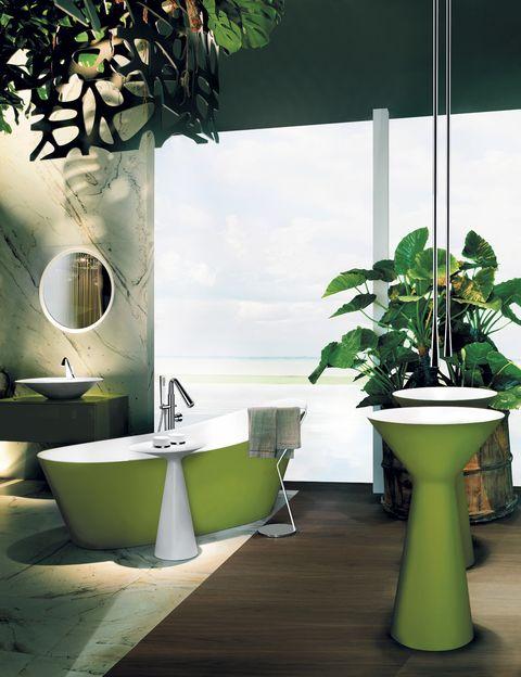 <p>En verde. De la serie <i>Cono</i>, de Gessi, lavabos de pie en <i>Cristalplant</i>, 4.489 €/cu; grifos de techo, 902 €/cu;bañera, 11.952 €, y su grifo, 2.227 €.</p>