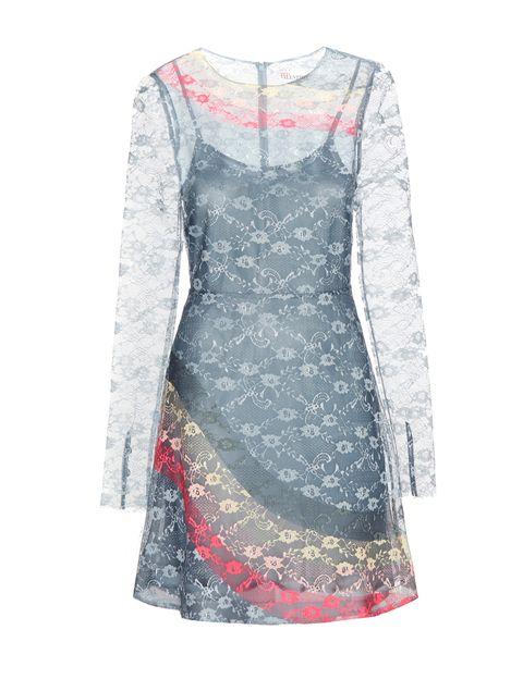 <p>Vestido de encaje y flores de <strong>Valentino.</strong></p>