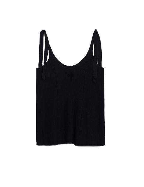 <p>Top negro de lazadas de <strong>Zara</strong> (5,95 €). Un top así siempre es una buena compra.</p>