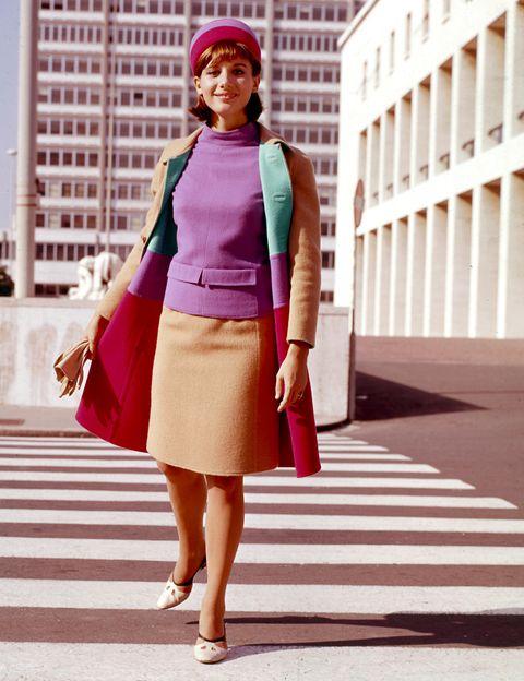 <p>A todo color en <strong>1961</strong>, con los tonos y las siluetas típicas de la década.</p>