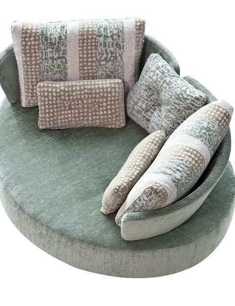 <p>Con respaldos extraíbles, <i>Mycuore</i> se convierte en <i>chaise longue</i> y en cama, desde 1.400 €, de Fama.&nbsp;</p>